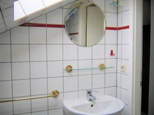 Bad mit Dusche oben