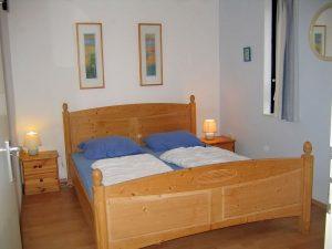 Elternschlafzimmer unten im Ferienhaus Inselprinz auf Texel